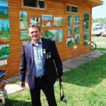 Хозяин пленэра и строитель церкви Николай Александрович Ванюшов награжден несколькими медалями за заслуги перед РПЦ
